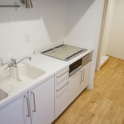 キッチンは大型のIH3口に♪