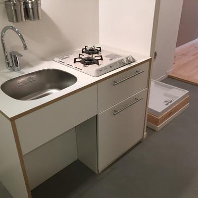2口ガスキッチンはTOMOSオリジナル※画像は同じまどりのお部屋