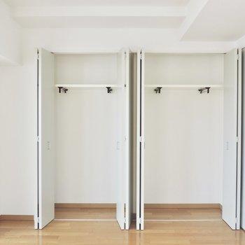 2つ並んだクローゼットは大容量※写真は5階の同間取り別部屋のものです