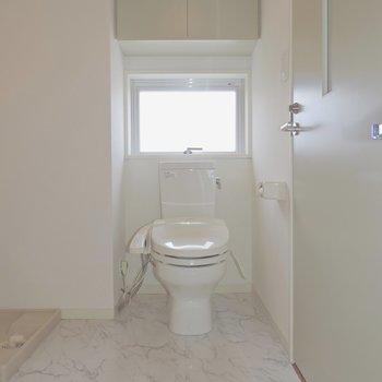 横にはトイレがあります※写真は5階の同間取り別部屋のものです