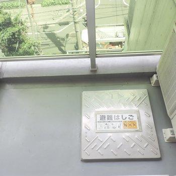 バルコニーはコンパクトサイズ※写真は5階の同間取り別部屋のものです