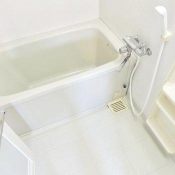 清潔感あるお風呂です※写真は5階の同間取り別部屋のものです