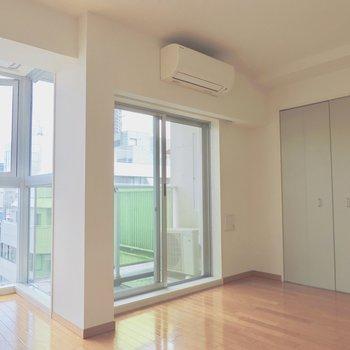 左奥のスペースはどう使おうかな※写真は5階の同間取り別部屋のものです