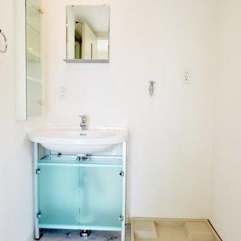 サニタリールームはブルーがいいアクセントに※写真は5階の同間取り別部屋のものです