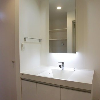 ナイスな洗面台※写真は5階同間取り別部屋のものです