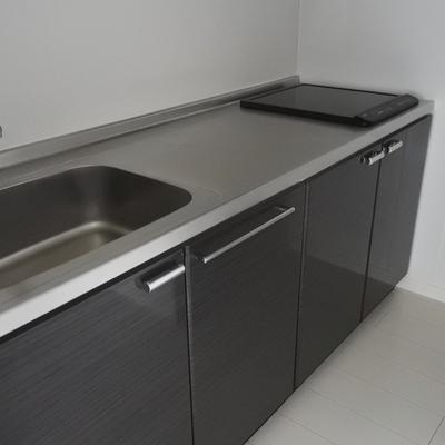 キッチンは調理スペースが広い!掃除のし易いIHです。
