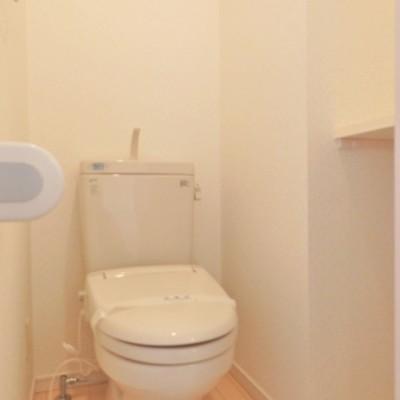 トイレには収納棚あり!
