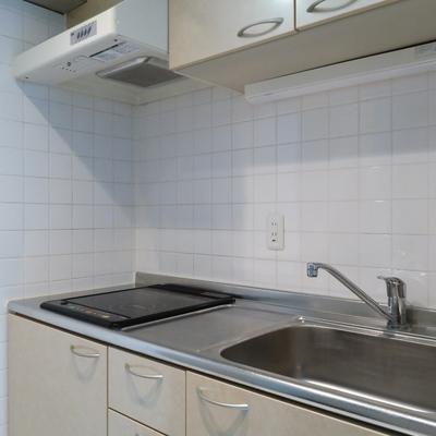 キッチンも隠せるのがいいですね。※画像は別部屋