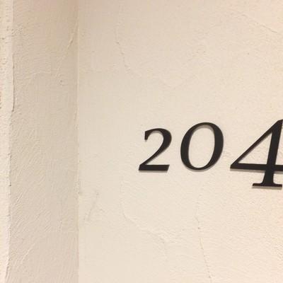 共用部の壁はこんな感じ。おしゃれ〜