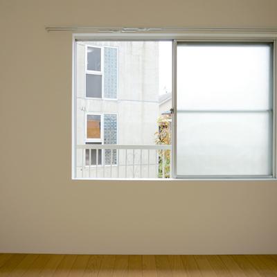4.5帖寝室:窓のみですが南向きで日当たり良さそうです!