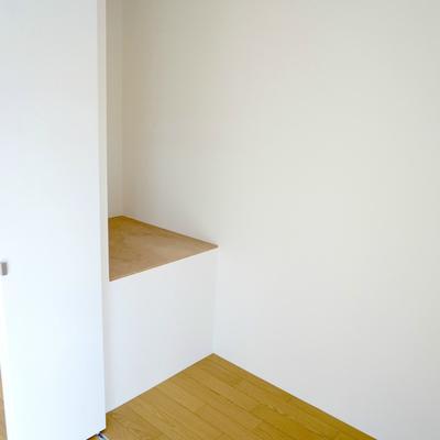 6帖寝室:クローゼットに意外なスペース発見!