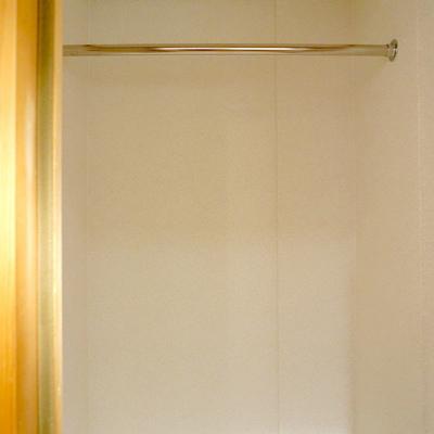 キッチン空間にある収納スペース。扉付きです。