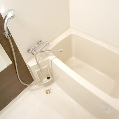 お風呂は一番シンプルかも。浴室乾燥機付き