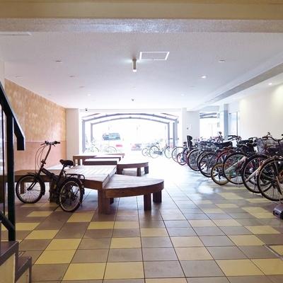 自転車置場が屋内なのは嬉しいポイントです!