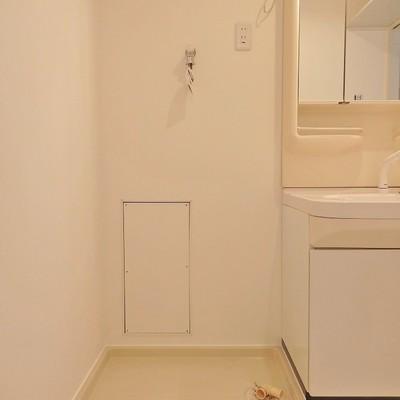 お隣には洗濯機を置いてください。