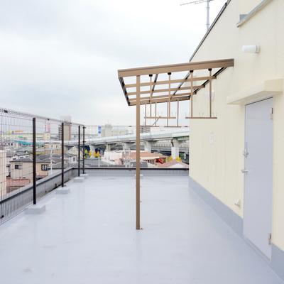 屋上の専用洗濯物干しスペース!