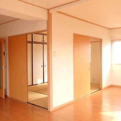 お部屋の真ん中に和室。
