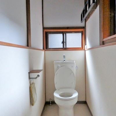 お庭側の老化の先にはトイレ。夜は恐そうです…。