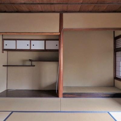 違い棚、床の間の本格和室。