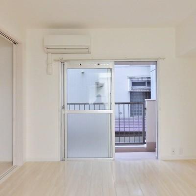 白が基調の優しいお部屋。