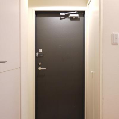 こちらが玄関。