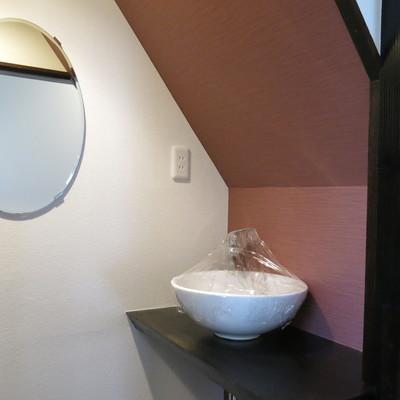 まぁるい洗面器と鏡がかわいい!