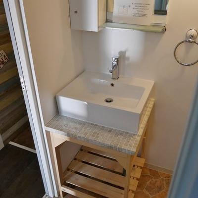 洗面台は造作です。いいですね。