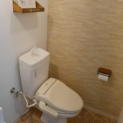 トイレには小棚がちょこちょこ