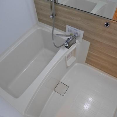 お風呂の鏡が大きい!サイズも小さくはないです。