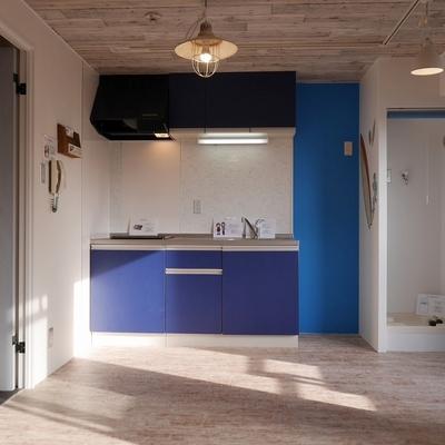 キッチン→冷蔵庫置場→洗濯機置場