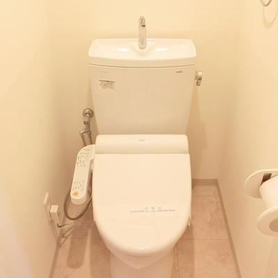 トイレ上の扉は棚ではありません△