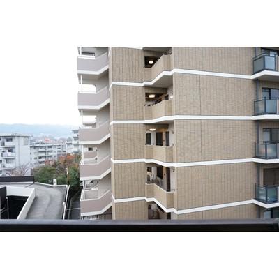 北側眺望はお近くのマンションが。