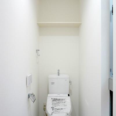 天井高のあるお手洗いは長居してしまいそう