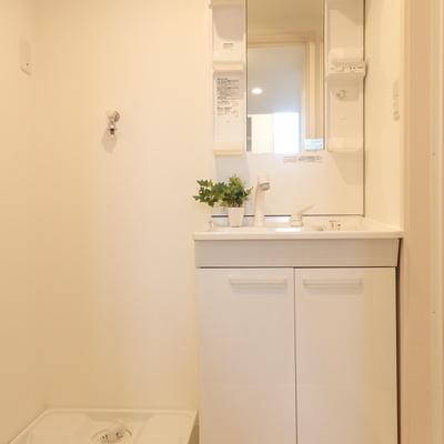 清潔感あふれる独立洗面台