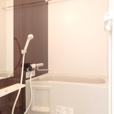 お風呂もの壁も落ち着いた色味。