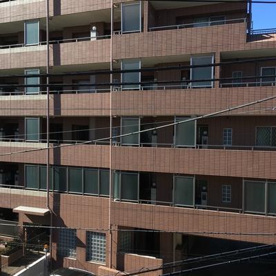 眺望は前にマンションが。