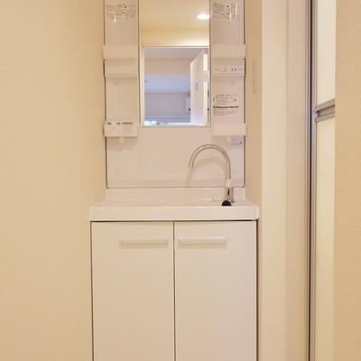 朝の忙しい時間に役立つ独立洗面。