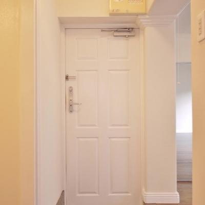 玄関は、ちょっと狭いです。