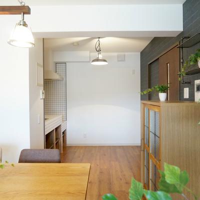 キッチン後方はスペースあるのでゆったり料理できますね