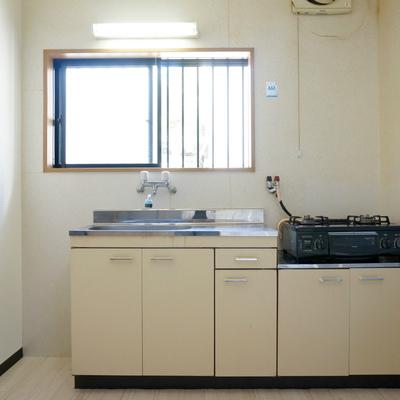 冷蔵庫、あの隙間は厳しいかと思いますのでお隣に!