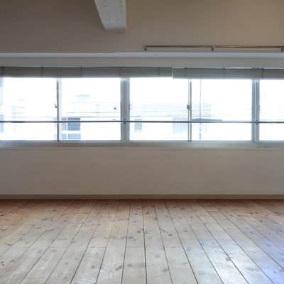 いい感じにやけた床が素敵。
