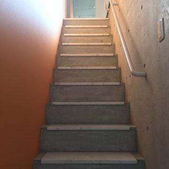 玄関を入って大理石の天板の階段を上っていくと…※写真は前回募集時のものです