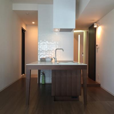 キッチンが映えるお部屋です。※写真は別部屋です