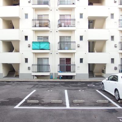 眺望は向かいのマンションと向い合っています。