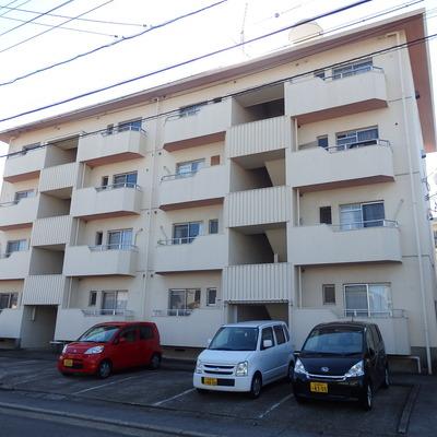 4階建てのマンション。