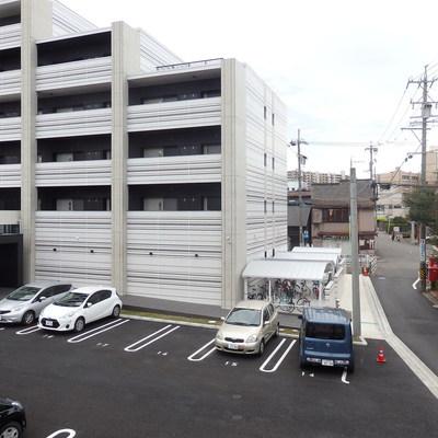 眺望から見えるのは駐車場。