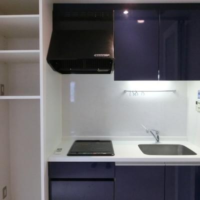 キッチンは隠せる仕様になっております。※写真は同タイプの別部屋