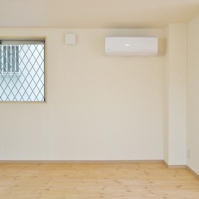 窓はあるけど、風通し程度に。