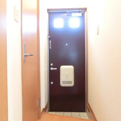 玄関小さめです。