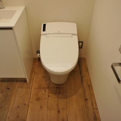 タンクレスのトイレに※写真は別部屋、間取り反転
